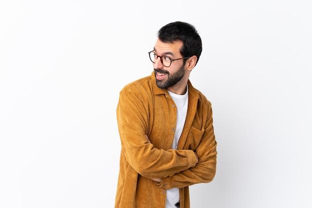 Mann mit brille und gelbem hemd Premium Fotos