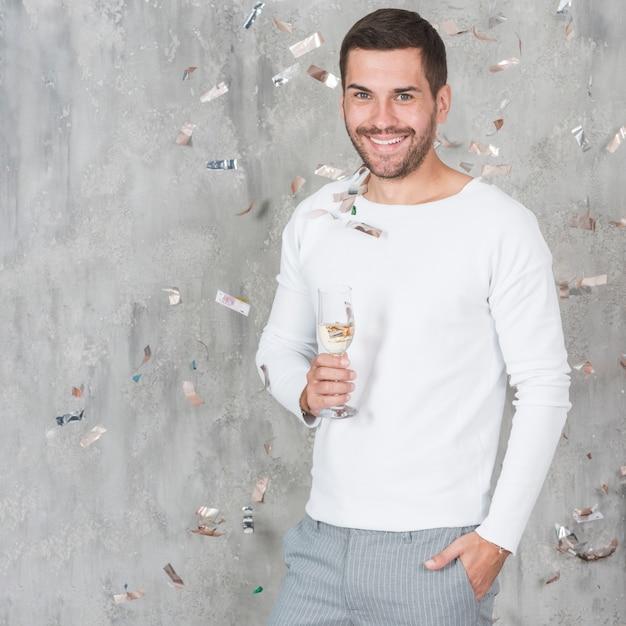 Mann mit champagner Kostenlose Fotos