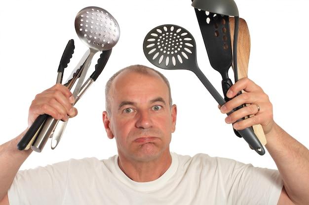 Mann mit küchenutensilien verloren Premium Fotos