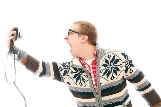 Mann nimmt ein selfie schreiend Kostenlose Fotos