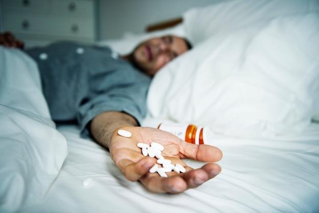 Mann überdosiert mit medizin Kostenlose Fotos