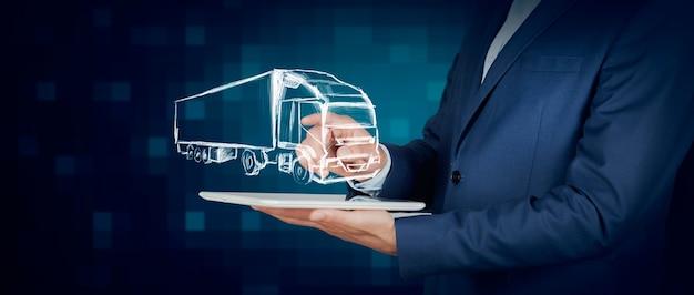 Mannhände, die holographisches schiff auf einem tisch zeigen Premium Fotos