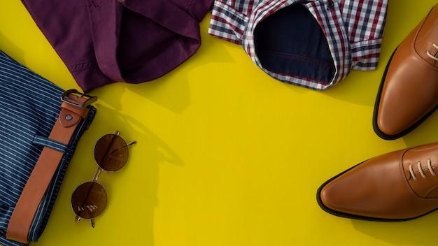 Mannmodekleidungssatz lokalisiert auf einem gelben hintergrund. business-kleidung-konzept Premium Fotos