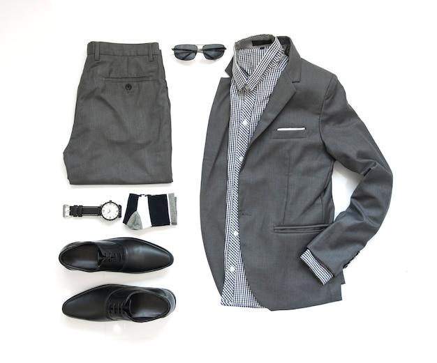 Mannmodekleidungssatz und -zubehör auf weißer, draufsicht Premium Fotos