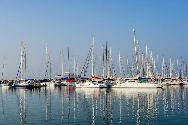 Marineparken von booten und yachten Premium Fotos