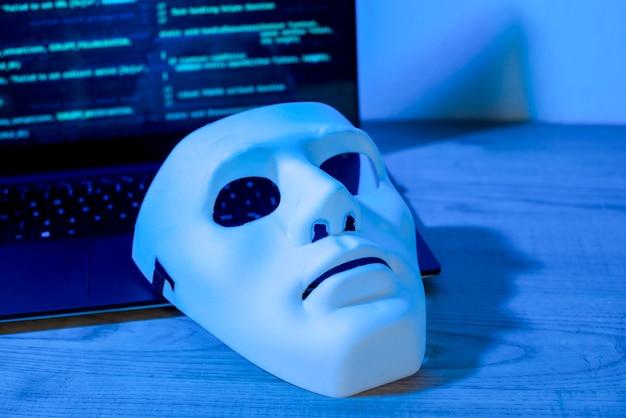 Maske auf dem laptop Kostenlose Fotos