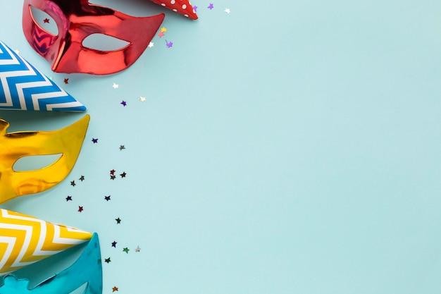 Masken und partyhüte kopieren platz Premium Fotos