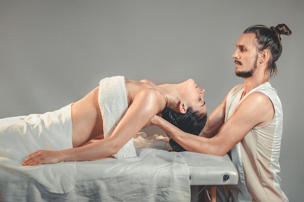 Massage-stretching-therapie. Premium Fotos