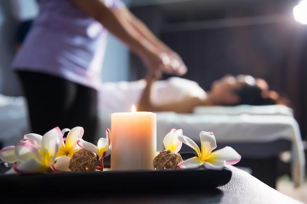 Massagedekoration mit thai-massage mit unschärfe Premium Fotos