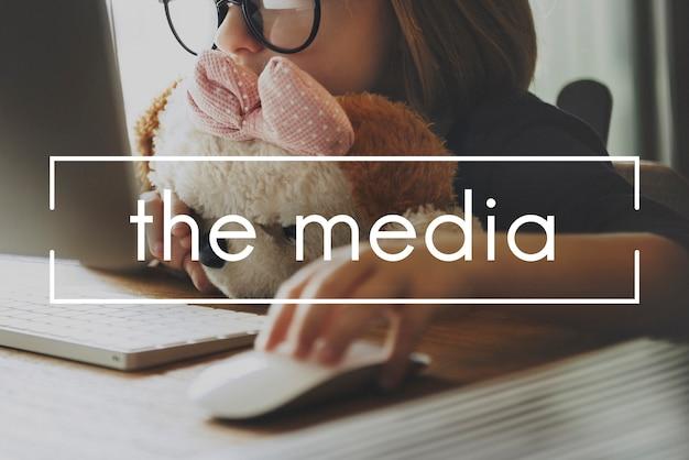 Medien-multimedia-fernsehen-kommunikations-radio-konzept Kostenlose Fotos