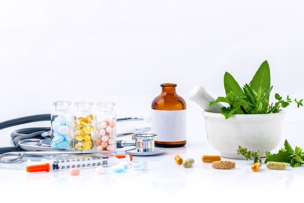 Medizin das alternative gesundheitswesenisolat auf weißem hintergrund. Premium Fotos