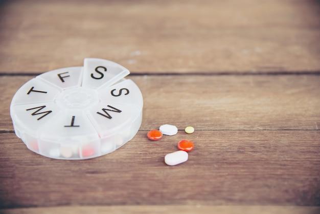 Medizintablette in pillbox Kostenlose Fotos