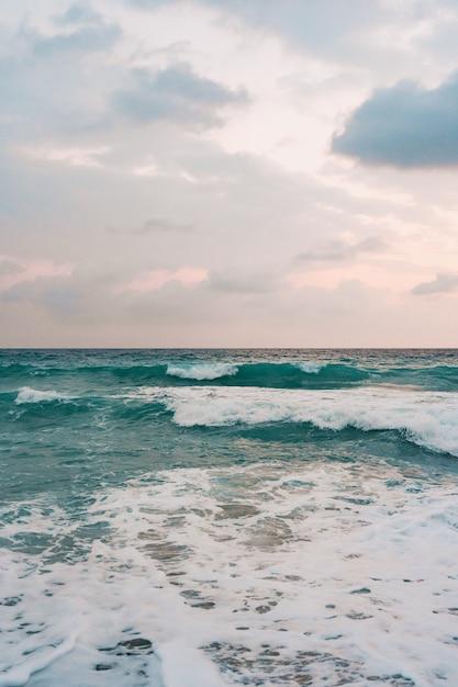 Meer und blauer himmel hintergrund. Kostenlose Fotos