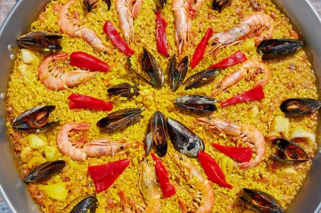 Meeresfrüchte-paella aus spanien valencia rezept Premium Fotos