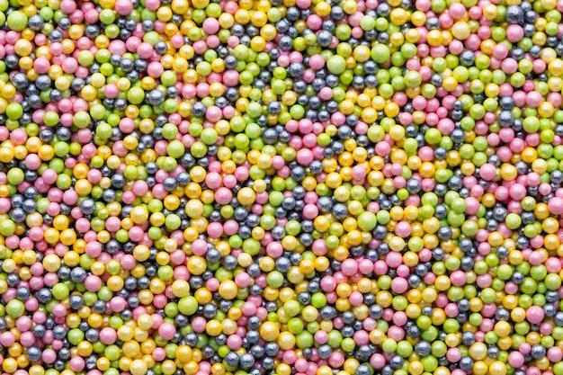 Mehrfarbige süße zuckerbällchen. kleines kugelmuster. Premium Fotos