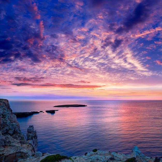 Menorca-sonnenuntergang im kap de caballeria-kap auf balearic Premium Fotos