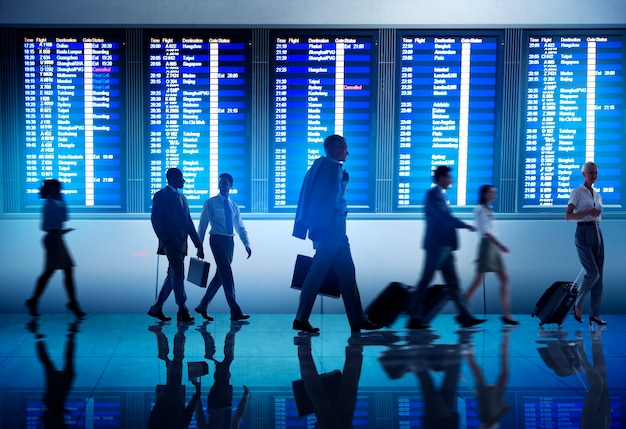 Menschen am flughafen Premium Fotos