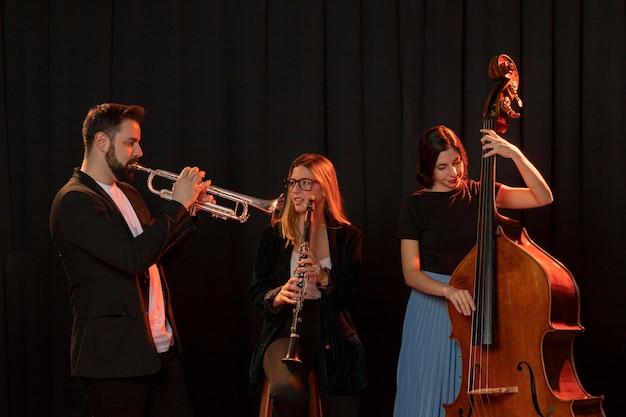 Menschen, die jazz day event feiern Premium Fotos