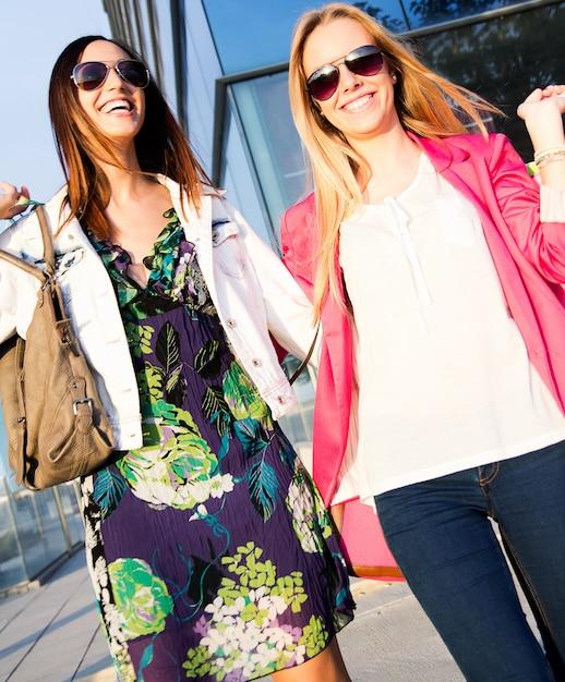 Menschen ziemlich weibliche shopaholic glücklich Kostenlose Fotos