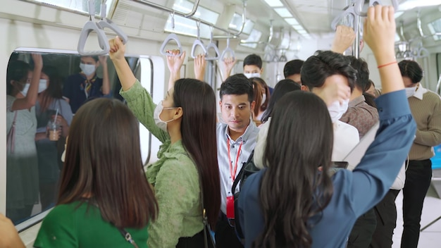 Menschenmenge mit gesichtsmasken Premium Fotos