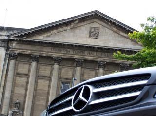 Mercedes cls 350 in dunedin rathaus Kostenlose Fotos