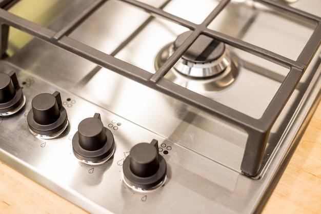 Metallgasherd auf moderner küche Premium Fotos