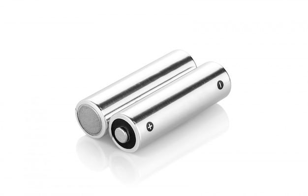 Metallische alkalibatterien aa-größe lokalisiert auf weißem hintergrund Premium Fotos