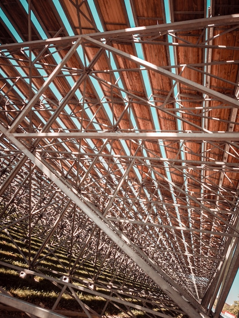 Metallische struktur mit holzdecke Kostenlose Fotos