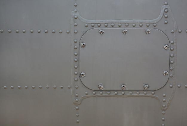 Metalloberfläche des militärs gepanzert mit abdeckung. Premium Fotos