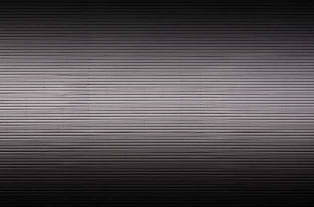 Metallwand mit unsichtbaren lichtquellen, die die mitte für die produktplatzierung beleuchten Premium Fotos