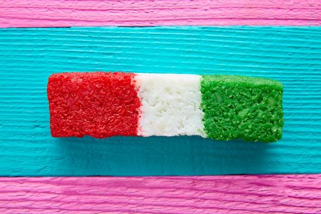 Mexikanische kokosnussflagge bonbons gestreift chredded Premium Fotos