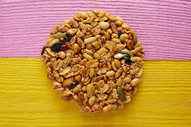 Mexikanische süßigkeit süßes palanqueta mit erdnüssen Premium Fotos