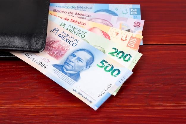Mexikanischer peso in der schwarzen geldbörse Premium Fotos
