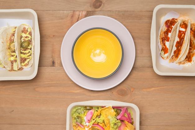 Mexikanisches essen zum mitnehmen umweltfreundlich Premium Fotos