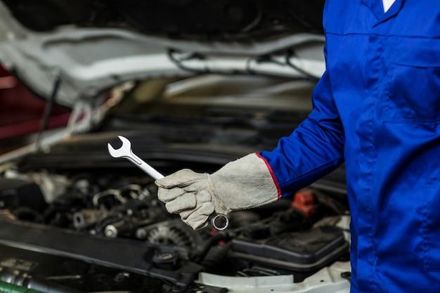 Mid-abschnitt von mechanischen halteschraubenschlüssel-tool Kostenlose Fotos