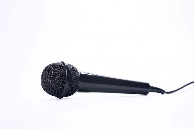 Mikrofon getrennt auf weißem hintergrund Premium Fotos