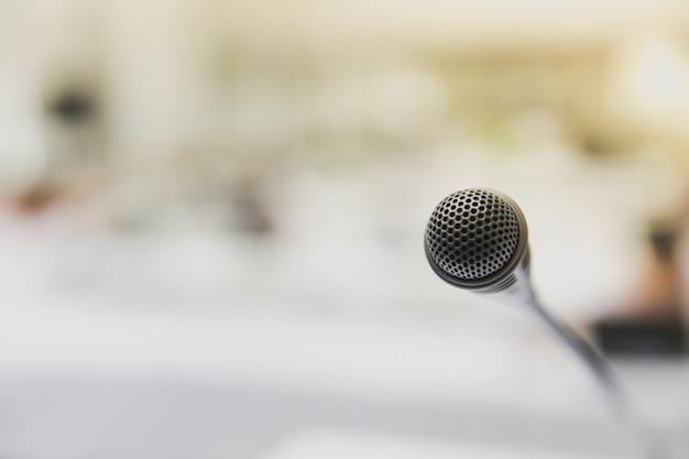 Mikrofon im besprechungsraum Premium Fotos