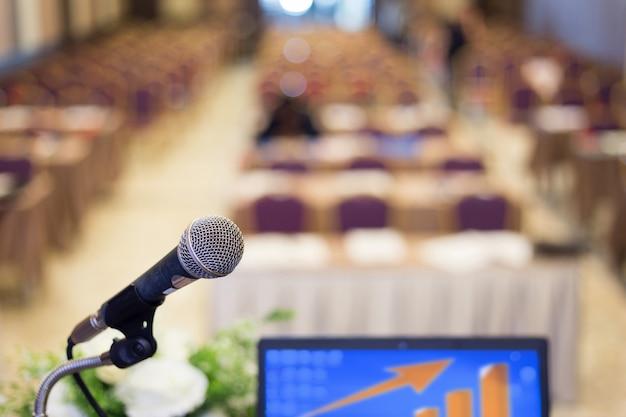 Mikrofon im konferenzsaal oder seminarraum Premium Fotos
