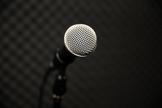 Mikrofon im musikstudio für musiker üben oder notieren die musik Premium Fotos