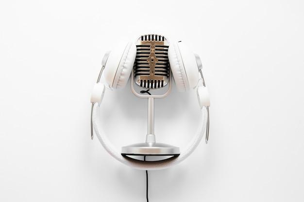 Mikrofon von oben mit kopfhörern Kostenlose Fotos