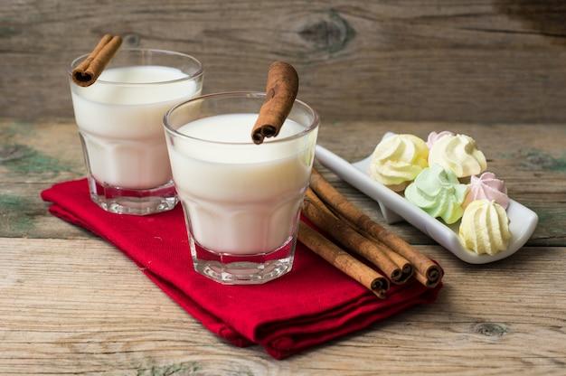 Milch mit zimt Premium Fotos