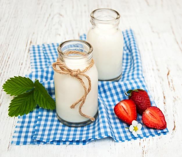 Milch und erdbeeren Premium Fotos