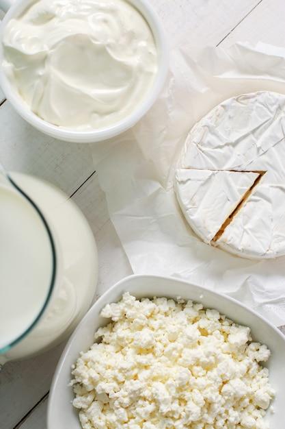 Milchprodukte auf dem tisch Kostenlose Fotos