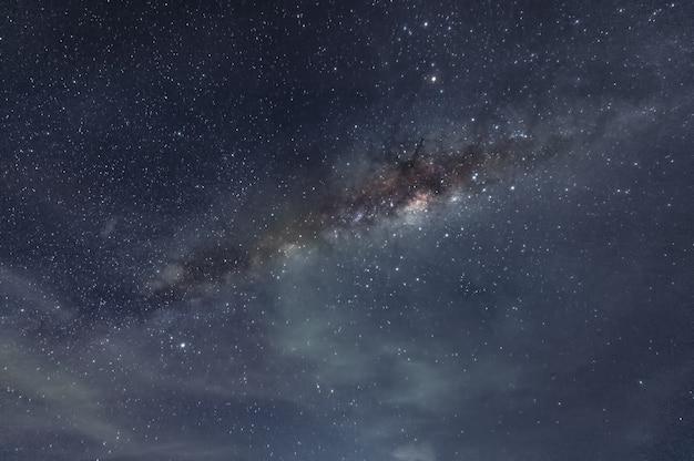 Milchstraßengalaxie mit sternen und weltraumstaub im kosmos Premium Fotos