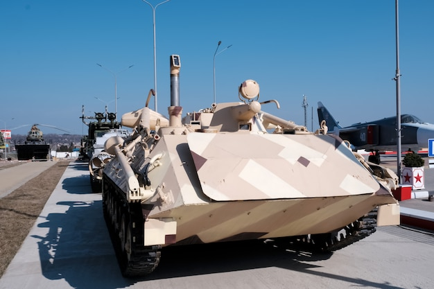 Militär. alte militärische ausrüstung der udssr und russlands. Premium Fotos