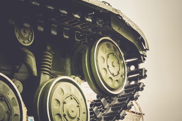 Militärpanzer in der stadt Premium Fotos