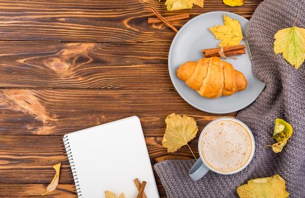 Minimalistic frühstück der draufsicht mit kopienraum Kostenlose Fotos