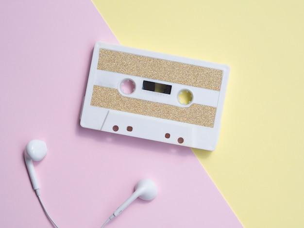 Minimalistische kassette mit kopfhörern Kostenlose Fotos