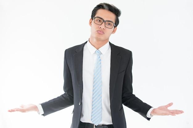 Missverständnis asiatischen geschäftsmann achselzucken Kostenlose Fotos