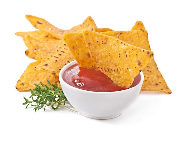 Mit thymianblättern verzierter nachos-tomaten-dip Kostenlose Fotos